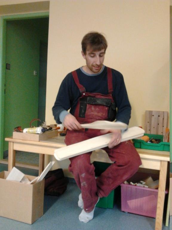 MŠ Říčany – výroba dřevěného letadla